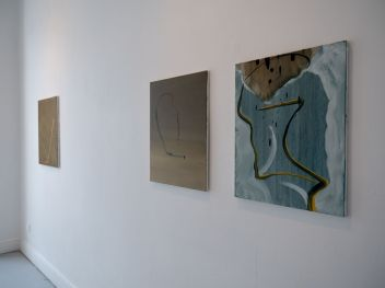 (L-R) Paperclip, (2015) Oil on canvas 70 x 60 cm, Deflate (2015), Torso (2014) / Damien Flood